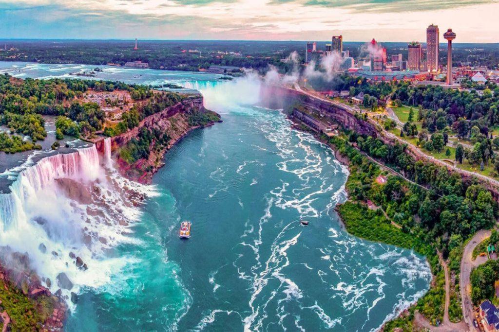 Untitled 1 35 1024x683 - افتتاح حساب بانکی در کانادا